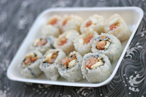 Crunchy sushi with cream cheese, tempura, crab, and sushi